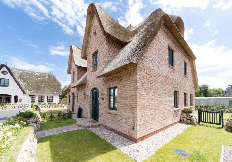 Luxuriöse Doppelhaushälfte unter Reet im Ortsteil Ording